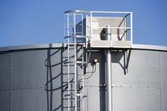 Tanque de armazenamento do petróleo Imagens de Stock Royalty Free