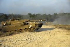 Tanque de batalla principal de Merkava en el entrenamiento Foto de archivo