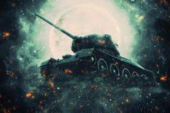Tanque de guerra à vista da Lua cheia Fotografia de Stock Royalty Free