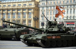 Tanque de guerra T-90A durante um ensaio da parada Fotos de Stock Royalty Free