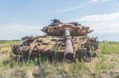 Tanque militar, artilharia, seguida, no campo Imagem de Stock Royalty Free