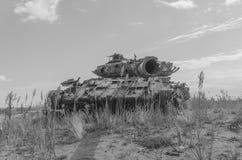 Tanque militar, artilharia, seguida, no campo Foto de Stock