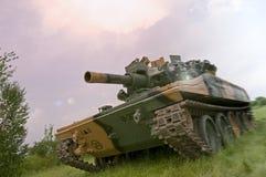 Tanque verde no embaçamento roxo Imagens de Stock