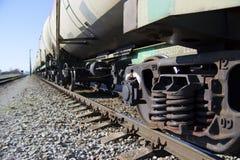 Tanques com o óleo alinhado na estrada de ferro Fotografia de Stock Royalty Free