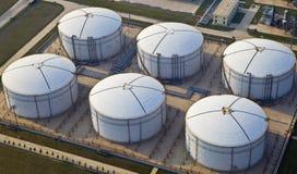 Tanques da refinaria de petróleo fotos de stock royalty free