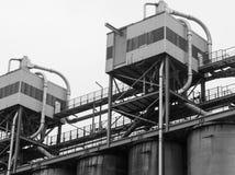 Tanques da refinaria de petróleo Fotos de Stock