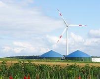 Tanques da turbina e do biogás de vento Fotografia de Stock Royalty Free