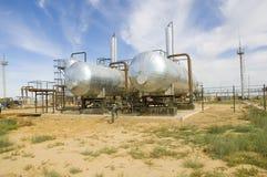 Tanques de óleo na estação de bombeamento Imagem de Stock Royalty Free