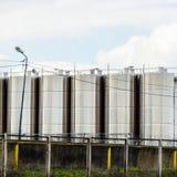 Tanques de aço inoxidável na adega winery Vinho e alcoólico fotografia de stock royalty free