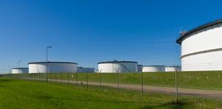 Tanques de armazenamento brancos Foto de Stock Royalty Free