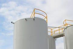 Tanques de armazenamento do combustível Fotografia de Stock