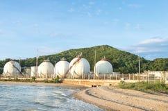 Tanques de armazenamento do gás natural Fotos de Stock Royalty Free