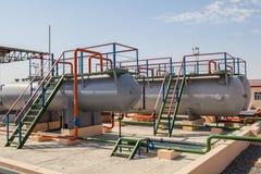 Tanques de armazenamento enormes do gás Fotografia de Stock