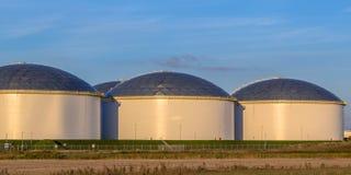 Tanques de armazenamento grandes modernos do óleo Imagem de Stock Royalty Free