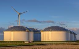 Tanques de armazenamento modernos gigantes do óleo Imagens de Stock