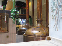 Tanques de cobre da cervejaria, Osnabruck Alemanha Imagens de Stock Royalty Free
