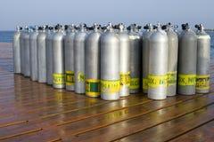 Tanques de oxigênio para o mergulho autónomo fotos de stock royalty free