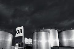 Tanques e petróleo do Combustível-stoarage Imagens de Stock