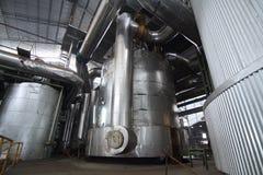 Tanques evaporadores en un molino de azúcar Fotos de archivo libres de regalías