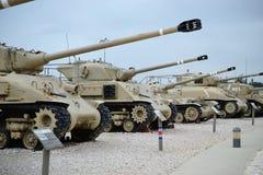 Tanques israelitas no museu israelita do tanque em Latrun, Israel foto de stock