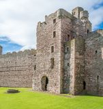 Tantallon城堡,半被破坏的14世纪中叶堡垒,在北部Berwick东部的5公里,位于东洛锡安,苏格兰 免版税图库摄影