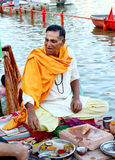 Tantric pandit sitting on the bank of river kshipra to assist people worship, during simhasth maha kumbh mela 2016, Ujjain India Stock Images