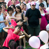 Tanz 2 spornen herauf Abschluss bei Pinkdot an Lizenzfreie Stockfotografie