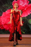 Tanz Carmen führte exotische Tanzzahl der Nationaltanz in der spanischen Art durch die Ensembletänzer von lateinamerikanischen Tä Lizenzfreies Stockfoto