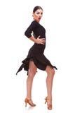 Tanz der jungen Frau mit Neigung Stockbilder
