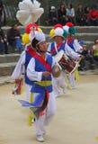 Tanz der Landwirte am koreanischen Volksdorf stockfotos