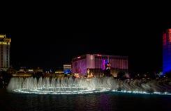 Tanz der Leuchte und des Wassers stockbilder
