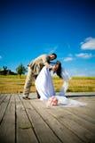Tanz eines eben verheirateten Paars lizenzfreie stockfotografie