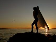 Tanz mit Schal und Vogel 1 Stockbilder