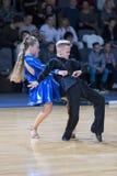 Tanz-Paar führt lateinamerikanisches Programm Youth-2 durch Lizenzfreies Stockfoto