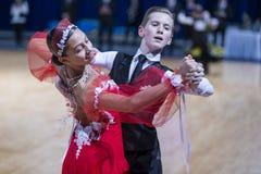 Tanz-Paare dem Programm an des europäischen Standard-Youth-2 über Alliance-Trophäe Lizenzfreies Stockfoto