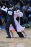 Tanz-Paare dem Programm an des europäischen Standard-Youth-2 über Alliance-Trophäe stockbild