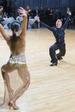 Tanz-Paare von Susnin Iwan und von Protsevskaia Olga Performs Adults Latin-American Program Lizenzfreie Stockfotos
