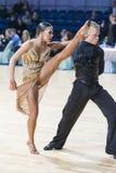 Tanz-Paare von Susnin Iwan und von Protsevskaia Olga Performs Adults Latin-American Program Lizenzfreie Stockbilder
