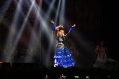 Tanzen in Bühnenshow in der Show des neuen Jahres Stockfotos