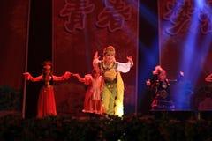 Tanzen in Bühnenshow in der Show des neuen Jahres Lizenzfreie Stockfotos