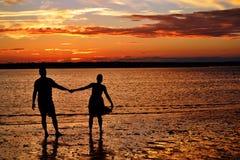 Tanzen in dem Ozean Lizenzfreies Stockfoto