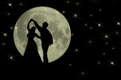 Tanzen in den Mondschein romantisches Backgruond Stockfotografie