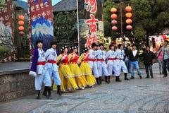 Tanzen der ethnischen Minderheit lizenzfreie stockfotografie