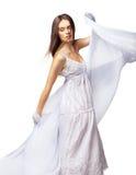 Tanzen der jungen Frau im herrlichen weißen Kleid Lizenzfreies Stockbild