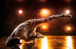Tanzen des jungen Mannes Stockfotos