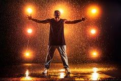 Tanzen des jungen Mannes Lizenzfreie Stockfotografie
