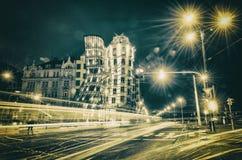 Tanzen-Haus in Prag nachts Lizenzfreies Stockfoto