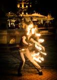 Tanzen mit einem Feuer Lizenzfreies Stockbild