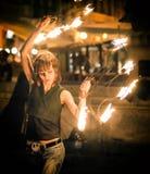Tanzen mit einem Feuer Lizenzfreie Stockbilder
