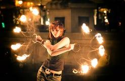 Tanzen mit einem Feuer Stockbild